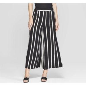 Who What Where sz 6 stripe wide leg pants